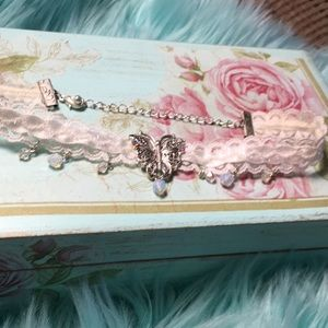 Butterfly choker with lace